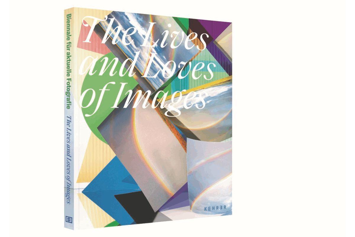 """Die Abbildung zeigt das Umschlagsbild des Katalogs zur Biennale für aktuelle Fotografie 2020. Auf dem Umschlag sind verschiedene Bilder von Regenbogen zu sehen. Darüber steht in weißer Schrift """"The Lives and Loves of Images"""", also der Titel der Biennale 2020."""